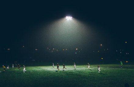 Sådan får du spændingen hjem i stuen under fodboldkampen