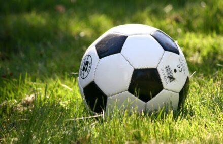 Sådan overlever du en kedelig fodboldkamp